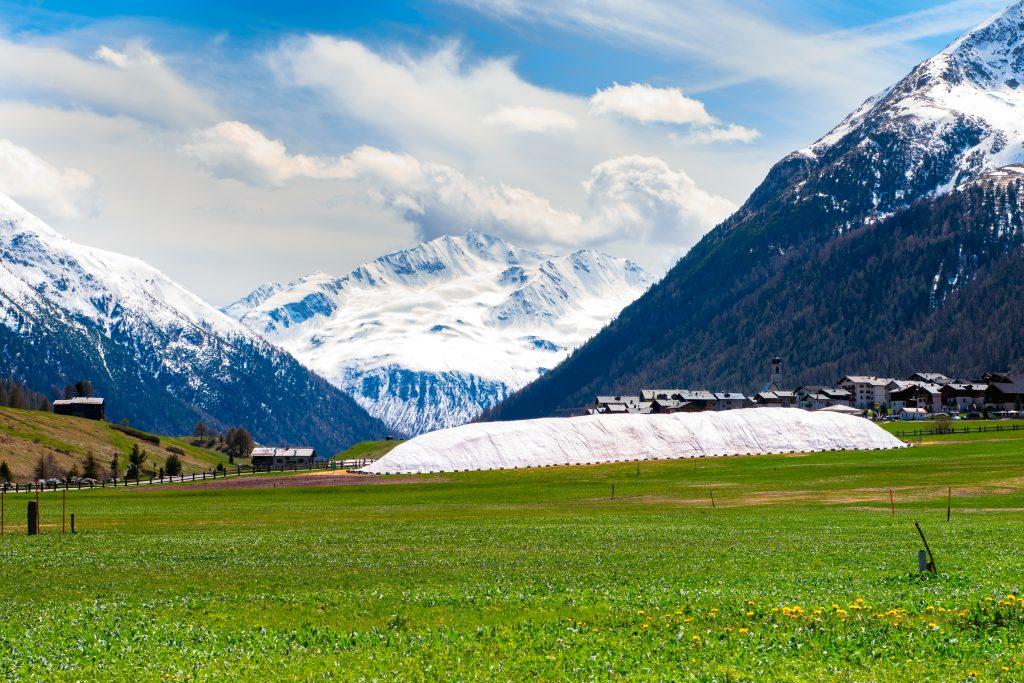 Lo snowfarming permette di conservare in estate la neve invernale.