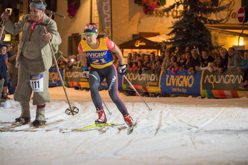 Il caratteristico Trofeo delle Contrade è uno spettacolo che mischia la tradizione e l'agonismo tipici della disciplina dello sci di fondo.