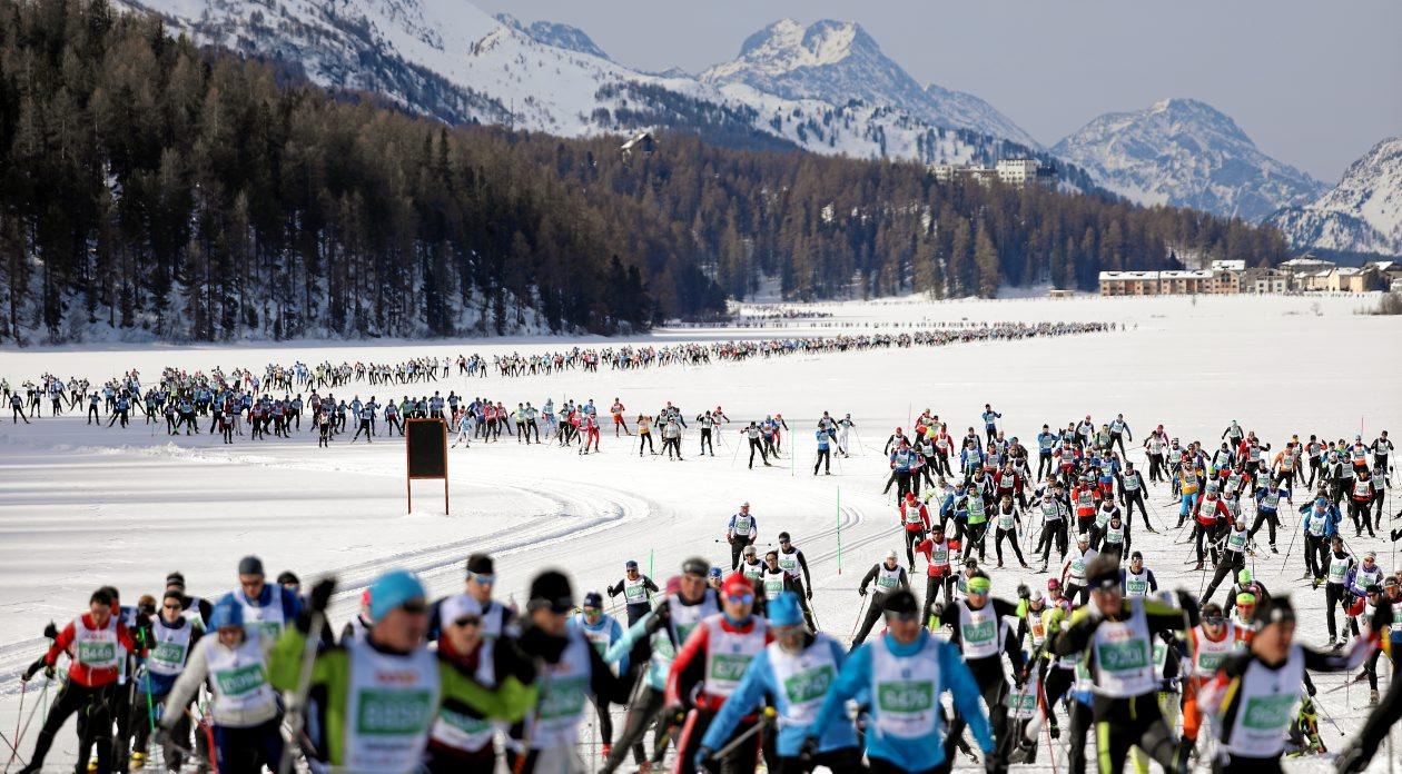 Il numero di partecipanti alla Engadin Skimarathon si attesta nell'ordine delle decine di centinaia di atleti. Uno spettacolo incredibile.